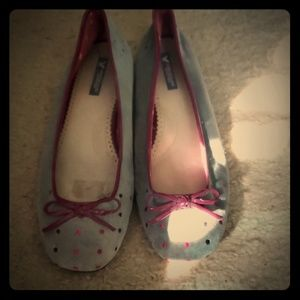 Gray flats with pink dots
